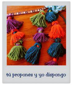 """Pompones """"ATS"""". Pompones de lana en caderín customizado para ATS.  tpyd-tú propones y yo dispongo-artesanía-tpyyd. """"El vestuario básico de tribal está compuesto por bombachos, una falda tupida y de vuelo, un pañuelo y un choli. Esta sería la base imprescindible a la que se le puede añadir un sujetador de monedas y un cinturón de borlas o pompones, así como un turbante o el pelo recogido, adornado con flores."""" #zaghareettribalgroup #americantribalstyle #ats #carolenanericcio #danzatribal #DIY"""