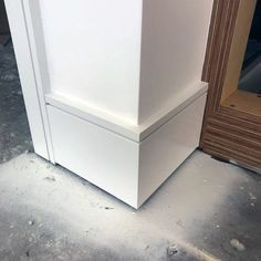 Top 40 Best Modern Baseboard Ideas – Luxury Architectural Trim Designs Simple Ideas For Modern Baseboards - Add Modern To Your Life Baseboard Styles, Baseboard Molding, Floor Molding, Base Moulding, Moldings And Trim, Baseboard Ideas, Crown Molding, Wainscoting, Modern Windows