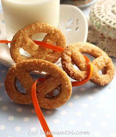 Kjeldsens Danish Butter Cookies Clone Recipe (Bisous À Toi) Danish Cuisine, Danish Food, Roll Cookies, Yummy Cookies, Cookie Recipes, Snack Recipes, Snacks, Danish Butter Cookies, Clone Recipe