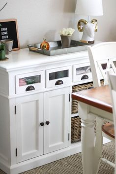 dining room | white dining room | home decor | home tips and tricks | dining area | farmhouse table | farmhouse dining room | Farmhouse decor | White home decor