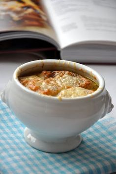 Francia hagymaleves recept - csakapuffin.hu Cheeseburger Chowder, Soups, Recipes, Food, Essen, Soup, Meals, Ripped Recipes, Eten