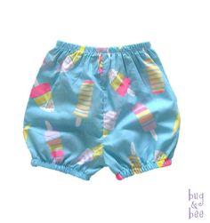 מכנסיים קצרים בהדפס קרטיבים צבעוני- עם גומי רך במותן וברגליים<br /> המכנסיים עשויים מבד 100% כותנה דק וקליל ומתאים לקיץ<br /> <br /> מגיע במידות:<br /> 0-3 חוד'<br /> 3-6 חוד'<br /> 6-12 חוד'<br /> 12-18 חוד'<br /> 2- גיל שנתיים<br /> * ציינו מידה רצויה ב'הודעה למוכר' במעמד ההזמנה *<br /> <br /> *כביסה במכונת כביסה בטמפ' מירבית של 30 מעלות