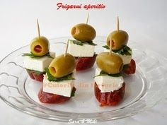 Easy Appetizer Ingredients: * Chorizo sausage (dried meat, no matter what type it is, cut into 1 cm thick. Skewer Appetizers, Appetizers For Party, Appetizer Recipes, Simple Appetizers, Parmesan Chips, Snacks Saludables, Clean Eating Snacks, Finger Foods, Cooking Recipes