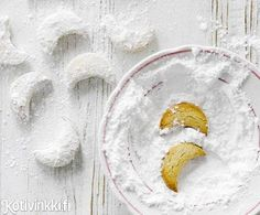 Pekaanikuut sulavat suuhun. Pecan moon cookies. Kuva/pic Sami Repo #christmascookies Food Styling, Christmas Cookies, Cake Recipes, Sweets, Desserts, Cakes, Xmas Cookies, Tailgate Desserts, Deserts