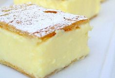 Vanilla Slice - like a vanilla custard pie bar, delicious - and so simple! Bet this would be yummy with berries. Custard Slice, Custard Cake, Vanilla Custard, Vanilla Sugar, Australian Desserts, Australian Food, Australian Recipes, Australian Vanilla Slice Recipe, Sweet Recipes