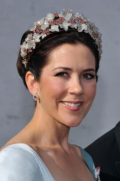Crown Princess Mary of Denmark in her ruby tiara; wedding of Prince Joachim of Denmark and ms. Marie Cavallier on May 2008 Princesa Mary, Crown Princess Victoria, Crown Princess Mary, Royal Tiaras, Tiaras And Crowns, Adele, Mary Donaldson, Princess Marie Of Denmark, Danish Royalty