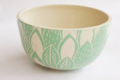Ensaladera hojas - Comprar en mundocacharro Ceramic Birds, Ceramic Clay, Ceramic Painting, Ceramic Pottery, Pottery Art, Pottery Patterns, Pottery Designs, Ceramic Texture, Clay Bowl