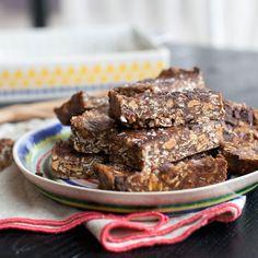 No-Bake Peanut Butter Chocolate Chip Granola Bars - Fitnessmagazine.com