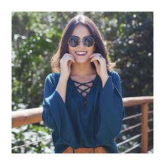 Happy Friday ✌️ Muito amor por esta blusa de suede com amarrações + mangas flare!  #fashion #itgirl #moda #bohostyle #NomaSoul #shoponline  #lojabySiS | www.lojabysis.com.br