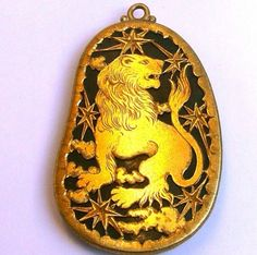 circa_jewels#CIRCAZodiac: Today marks the first day of #Leo! This #Buccellati pendant is a malachite stone encased by an 18kt #gold depiction of a #lion, the #sign for Leo (July 23-August 22). Leos are known for being #generous, #confident and #loyal. #CIRCA #Jewelry