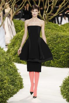 Dior Haute Couture Spring-Summer 2013 – Look 7: Black wool and silk bustier cocktail dress. Discover more on www.dior.com #Dior#PFW