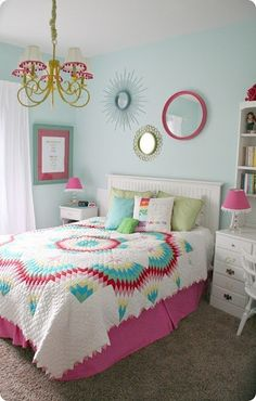 Love the quilt and color combo!!