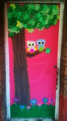 Puerta decorada de primavera