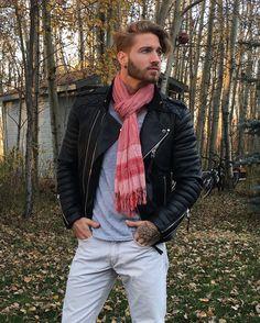 Scarf with classic leather . Fashion Moda, Boy Fashion, Mens Fashion, Fashion Trends, Travis Deslaurier, Black Leather Biker Jacket, Leather Jackets, Hipster Man, Mens Trends