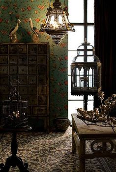 Here are some delicious little interior design treats if you like your interior spaces dark and decadent. I love colour and am partícularly obsessing on deep m