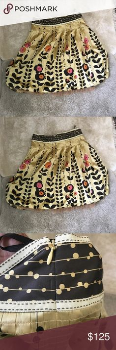 Ted Baker Gold accent Floral Skirt This great pre loved skirt reminds me of old classic hollywood! In great pre loved condition. No rips stains or tears just perfect for any occasion. Ted Baker Sz 4 equals to a size 10 us Ted Baker London Skirts Midi