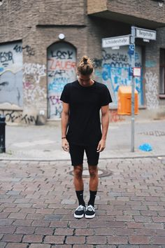 Richy Koll - Nike Sneakers, Nike Socks, Zara Short Pants, H&M Shirt, Nike Backpack - With all black in Berlin