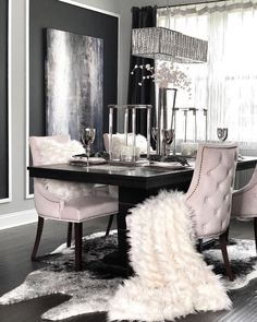 Dining Room Decor - Get the Modern Dining Room Furniture For Your Home Dining Room Table Decor, Dining Table Design, Decor Room, Dining Room Furniture, Living Room Decor, Room Chairs, Modern Furniture, Rustic Furniture, Dining Rooms