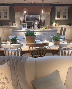 Visited the new Neptune store in Bath today. what can I say, so so beautiful! 🌿 I'll share some more photos tomorrow 💛 Open Plan Kitchen Living Room, Kitchen Dinning Room, Kitchen Family Rooms, Home Decor Kitchen, Kitchen Interior, Chic Living Room, Home Living Room, Cottage Kitchens, Home Kitchens