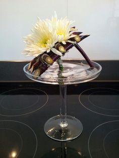 Zo trots!  Mat van twijgen met chrysant- Modern flower arrangement
