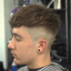 Finding The Best Short Haircuts For Men 1940s Mens Hairstyles, Mens Medium Length Hairstyles, Cool Hairstyles For Men, Hairstyles Haircuts, Cool Boys Haircuts, Best Short Haircuts, Haircuts For Men, Skin Fade Hairstyle, Medium Hair Styles