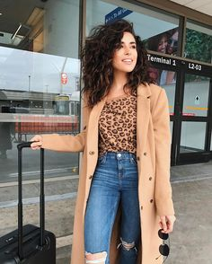 These 26 Cute and Sexy Hairstyles for your Short Curly Hair and this collection is only for you. curly hair styles 26 Cute And Sexy Hairstyles For Short Curly Hair : Don't Miss Short Curly Hairstyles For Women, Curly Hair Styles Easy, Haircuts For Curly Hair, Long Curly Hair, Medium Hair Styles, Natural Hair Styles, Short Hair Styles, Curly Medium Hair, Natural Curls