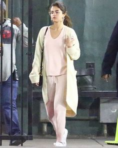 Selena Gomez Wears Pink Pajamas to Church in Los Angeles angeles outfits Style Selena Gomez, Fotos Selena Gomez, Selena Gomez Cute, Selena Gomez Outfits, Selena Selena, Selena Gomez Fashion, Selena Gomez Wallpaper, Look Here, Marie Gomez