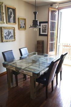 Mesa de comedor realizada con palets