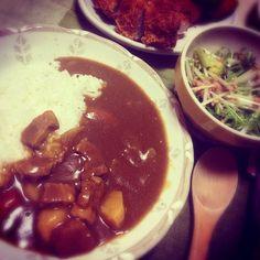 うふふ❤フツーの夕飯ですね。 - 17件のもぐもぐ - カレー&水菜サラダ、トッピングにチキンカツ! by seachicken84