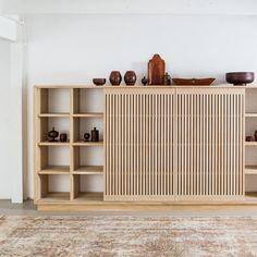 Japanese Interior Design, Japanese Home Decor, Decor Interior Design, Furniture Design, Decorating Bookshelves, Flat Interior, Wood Interiors, Home Decor Bedroom, Decorating Your Home