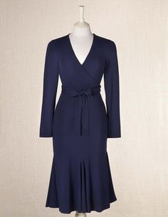 I love navy blue so much. (Though not as much as black...)