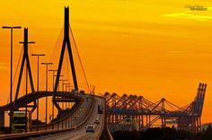 Hamburg - Köhlbrandbrücke mit Blick in die GOLDENE ZUKUNFT