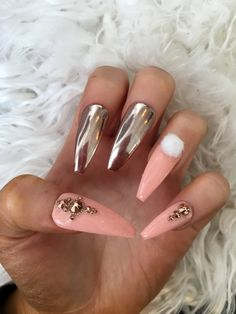 *THIS SET IS MADE TO ORDER*  Photo show long stiletto See below for making time Message me if you want extra short nails  This false nail set is available in sizes XS,S,M,L, if none of these match you contact me for a custom order. These sizes include 10 nails. I also offer a full set (24 nails).   How to find your size?  Measure the widest width of your natural nail along the curvature (I would recommend the centre) remember 1cm =10mm If you are unsure go up rather than down a size as y...