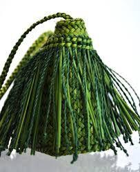 raranga - Google Search Flax Weaving, Basket Weaving, Flax Flowers, Maori Designs, Maori Art, Making Out, Fun Crafts, Wicker, Textiles