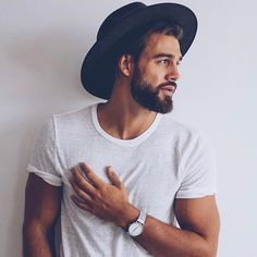 white shirt and black hat outfit inspiration for everyday by @thisistimothy | kapten-son.com