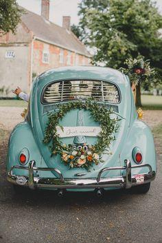 Volkswagen vw beetle vintage floral hoop wedding car by lilyjayne florist photo by georgia rachael at college farm norfolk Boat Wedding, Wedding Cars, Vw Vintage, Vintage Floral, Wedding Vintage, Bridal Car, Wedding Car Decorations, Beetle Car, Volkswagen Beetle Vintage