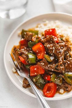 Pepper Steak Stir-Fry - - You'll love this pepper steak stir-fry recipe: A restaurant-quality dinner that you can make in less than 20 minutes, using simple and fresh ingredients. Steak Stirfry Recipes, Easy Steak Recipes, Meat Recipes, Asian Recipes, Cooking Recipes, Stir Fry Recipes, Pepper Steak Stir Fry, Pepper Steak Recipe Easy, Recipes
