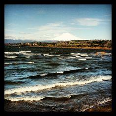 Villarrica con mucho viento. Chile.