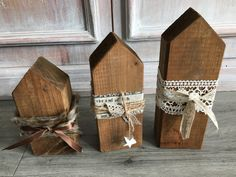 Decorative objects - Shabby Christmas wooden houses - a designer piece by be . Decoration – Shabby Christmas wooden houses – a unique product by on DaWanda Wood Block Crafts, Wood Blocks, Wood Crafts, Diy And Crafts, Christmas Signs Wood, Christmas Home, Christmas Crafts, Shabby, Wooden House Decoration