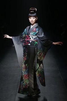 JOTARO SAITO - Runway - MBFW Tokyo 2015 A/W:写真・画像 Yukata Kimono, Kimono Fabric, Kimono Dress, Japanese Costume, Japanese Kimono, Cute Kimonos, Japan Woman, Ethnic Chic, Kimono Pattern