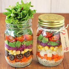今日は今話題のジャーサラダ!!最近よく見かけるジャーサラダ。瓶に野菜を重ねていく層がとっても綺麗で、何より持ち寄りにピッタリなのが嬉しい~!!いつも持ち寄りのサラダは何に入れよう~って迷っていたので...