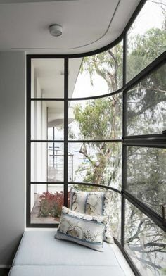 Bay windows have expanded the existing house sideways, providing side viewing lines to Double Bay and Sydney Harbour © Edward Birch Photo 20 of 23 in Harbour Front-Row Seat by Luigi Rosselli Architects. Browse inspirational photos of modern homes. Steel Windows, Windows And Doors, Bay Windows, Style At Home, Interior Exterior, Exterior Design, Kitchen Interior, Architecture Design, Home Fashion