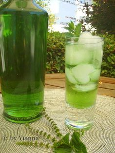 Fresh Mint Liqueur, Λικέρ Δυόσμου, Συνταγές για λικέρ Σπιτικό, Σπιτικό Λικέρ Δυόσμου Comme Un Chef, Le Chef, Greek Desserts, Greek Recipes, Cookbook Recipes, Cooking Recipes, Chocolate Fudge Frosting, Apple Roses, Greece