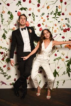 Political public relations powerhouse Audrey Gelman wed Ilan Zechory, cofounder of the lyrics annotation startup Genius, in downtown Detroit's Ford Piquette Avenue Plant. Cortina Floral, Wedding Fotos, Dream Wedding, Wedding Day, Post Wedding, Luxury Wedding, Vogue Wedding, Wedding Jumpsuit, Detroit Wedding