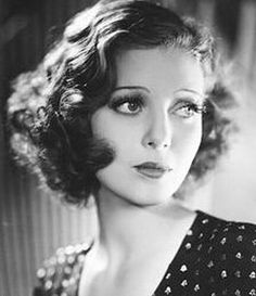 Loretta Young, Sweet Beauty of Hollywood Retro Hairstyles, Curled Hairstyles, Wedding Hairstyles, Club Hairstyles, Simple Hairstyles, Loretta Young, Loretta Lynn, Rockabilly Look, Pelo Vintage