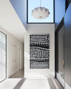 An entryway with a eclectic pendant light, graphic monochrome art, and high ceilings Art Blanc, Seattle Homes, Melbourne House, Black And White Painting, Indigenous Art, Office Art, Aboriginal Art, Minimalism, House Styles