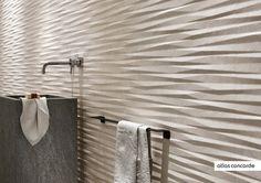 Ge liv till en vägg genom att använda dig av plattor som har en starkt varierande yta.