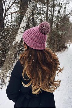 Long hair + cute hat = <3  @mimiikonn is wearing her Ombre Blonde #LuxyHairExtensions for volume and length.