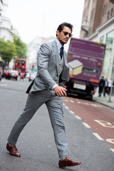 6 Suit Colors for the Classy Gentleman Mens Fashion Suits, Mens Suits, Men's Fashion, Fashion Guide, Work Fashion, Street Fashion, Gentleman Mode, Gentleman Style, David Gandy
