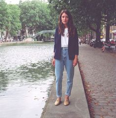 Heloise, American Apparel French employee and model, is wearing the High Waist Jean in Medium Wash Indigo and the Women's Blazer in Navy by Looks Style, Style Me, Mon Jeans, Look Jean, Look Vintage, Vintage Denim, Inspiration Mode, Jean Outfits, Outfits With Mom Jeans